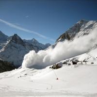 【防災】冬到来、雪崩に備える
