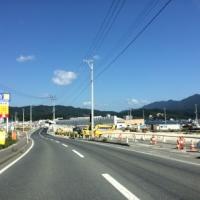 白く長く薄く伸びる山田町の防潮堤