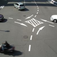 『交差点の中心のすぐ内側』って何??