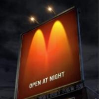 ☆夜になると現れる広告☆
