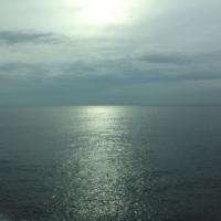 発見・今日の一枚「ほんのりまあるい春の海」