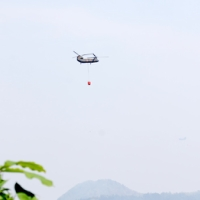 釜石市の山林火災、消火活動がつづく