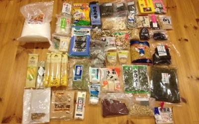 災害に備えて2週間分の食料品備蓄をスタートしました。