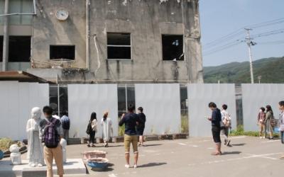 【遺構と記憶】被災地を目指す人たち(1)大槌町役場旧庁舎