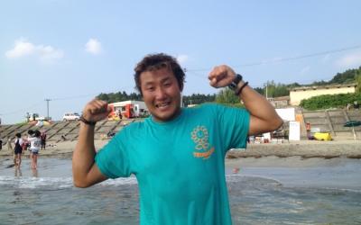 南三陸・長須賀ビーチ「最高のガッツポーズ」