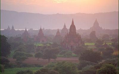 【妄想世界一周 Vol.6】夕日を浴びる世界屈指の仏教建築群を見るために「バガン」へ