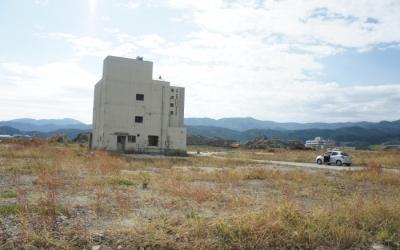 東日本大震災・復興支援リポート 津波の跡に残る建物