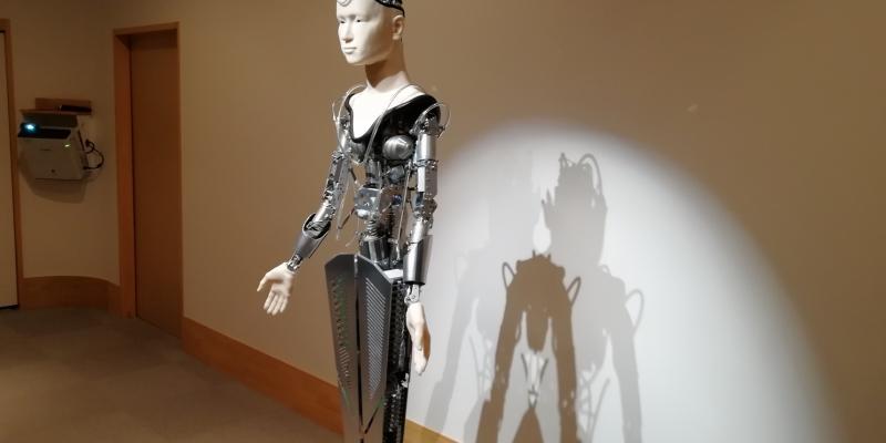 ロボットが人に教えを説く!?