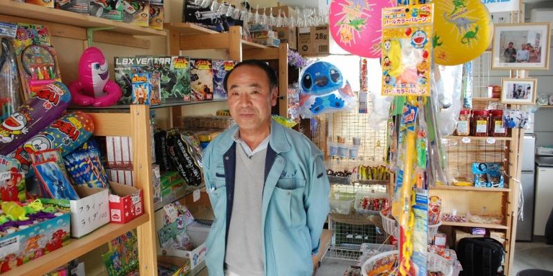 明日を目指すお店リポート「商店街には駄菓子屋さんがなければね」あかもの屋さん