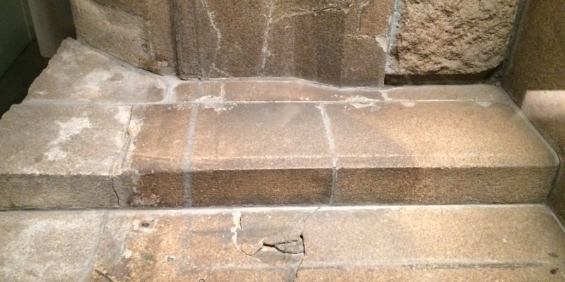 ヒロシマからの道「人影の石」