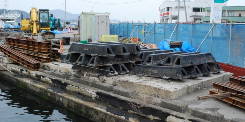 海辺の地をゆく「気仙沼漁港」 2013年4月17日