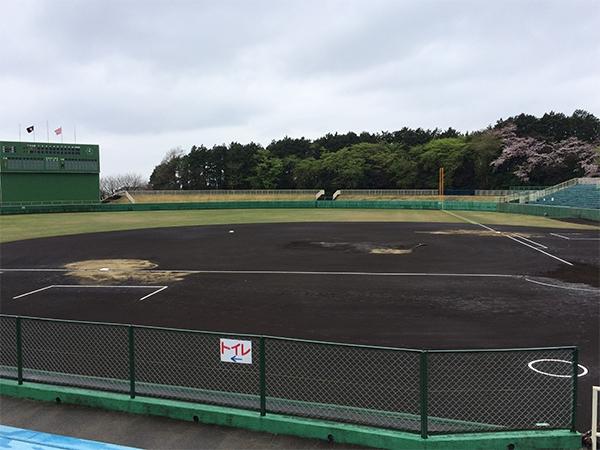 試合開始予定は9時でしたが、雨のため2時間遅れて試合開始