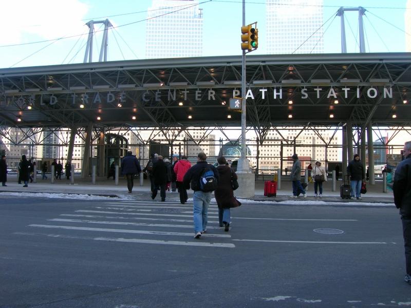 2006年3月のグラウンド・ゼロ。多くの人々が訪れていた