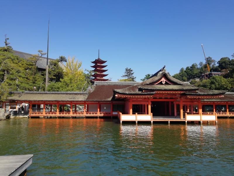 客神社祓殿と五重塔
