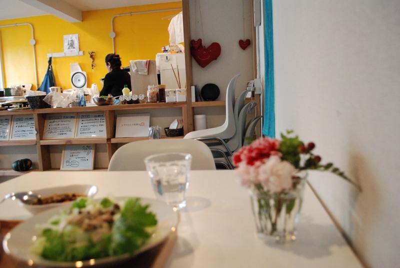 日和キッチン。店内は北欧風のイメージです