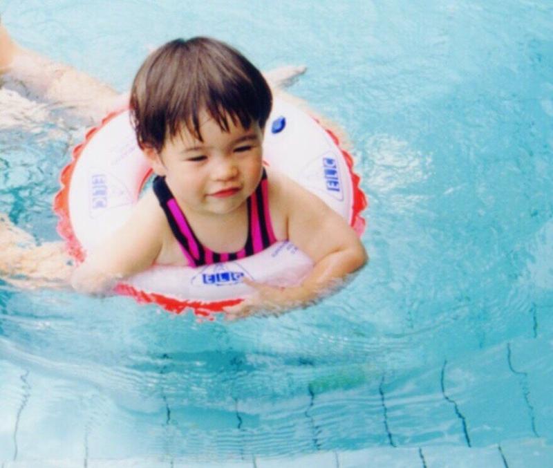 1歳半でプール体験したメイさん。
