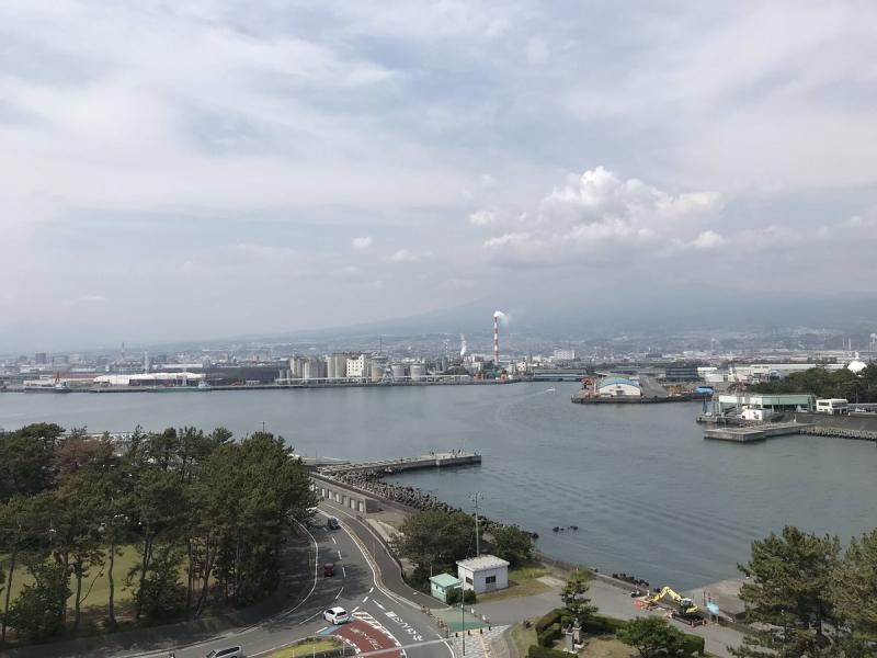 ドラゴンタワーてっぺんからの眺め。海側から富士市街を見下ろすのは新鮮♪