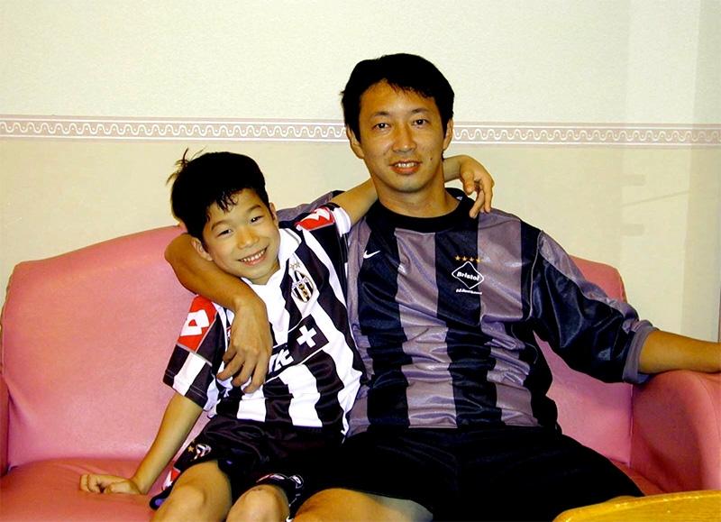 現在プロサッカー選手として活躍する志有人さんが小学生の頃。