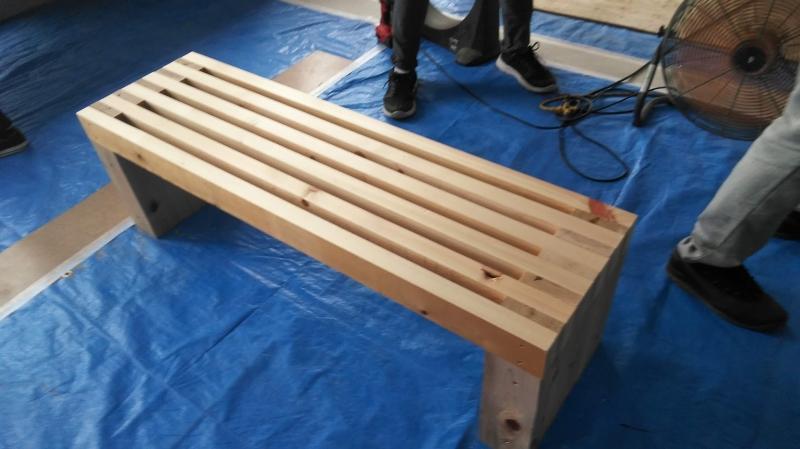 別のご家族が作ったベンチ。完成度高し!