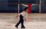 物心ついた時には氷の上を滑っていた。6歳頃は既にプロ並み。