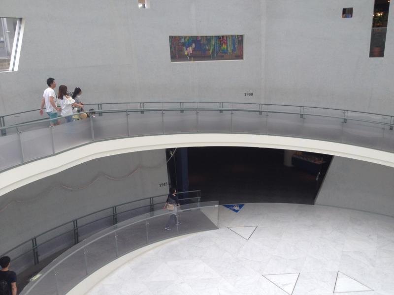 地下2階の常設展示場入り口へ。