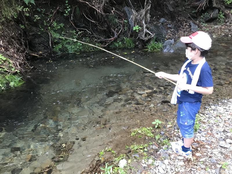 「アブラハヤ」が釣れるということで息をひそめて釣り糸を垂らします。