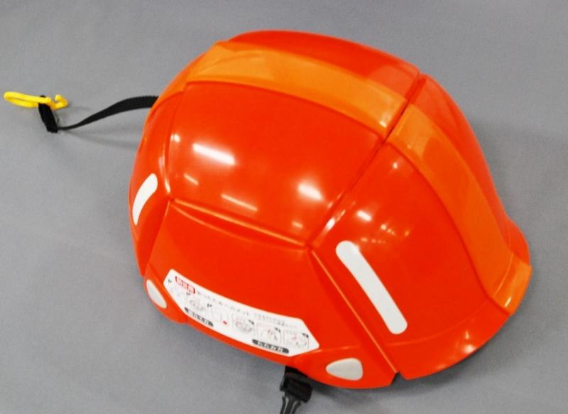 ヒモを引っ張るとこのように普通のヘルメットになります。