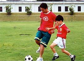 サッカーのことで子どもを怒ったことはなく、褒めて伸ばしてきた。