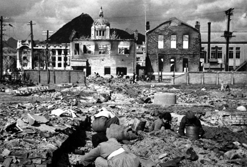 破壊されたソウル市内の建物(Wikipediaより)朝鮮戦争は、分断された同国人同士が戦った戦乱。韓国では「6・25動乱」、北朝鮮では「祖国解放戦争」とよばれている