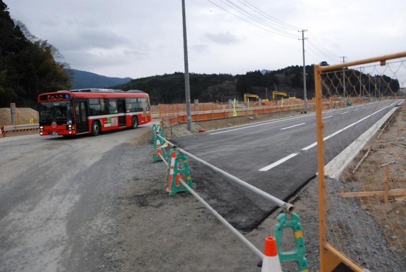 1月24日に道路が付け替えられる前の景色。右手が新しい本設道路