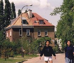 小学5年生の終わりにポーランドへ転校した頃。サッカーが大好きな少年時代。