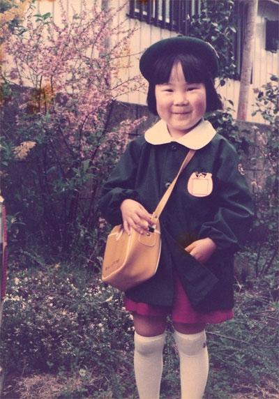 3~4歳頃から合唱団に所属。お絵かきも好きな幼稚園生。