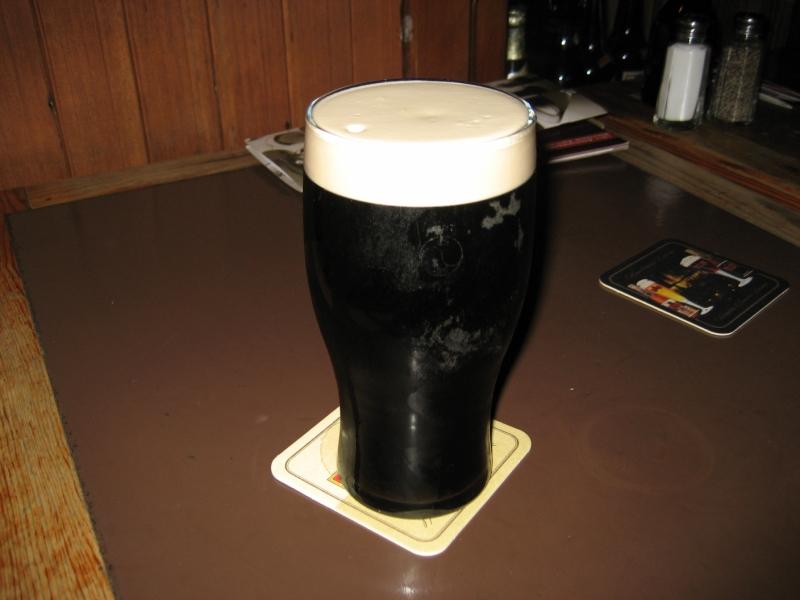 宿泊地近くのパブで「ギネス」を頼んだら、「ここまできてギネス呑むのかい?」と言われてここでしか飲めないという黒ビール出してくれました。こういうやり取りが旅の醍醐味の一つ。