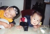 ほんの6年前の二人。赤ちゃん時代から機嫌がよく、あまり泣かない二人だった