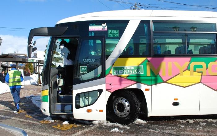 仙石線の列車代行バス(石巻側の乗り換え駅、矢本駅で)2013年1月
