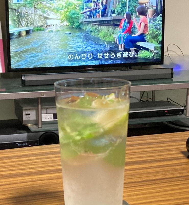 この時は青いレモンとミントが入ってます。テレビの「アド街」に出てきた源兵衛川を一緒に撮ろうとしたら上下が切れていたヘタクソです。
