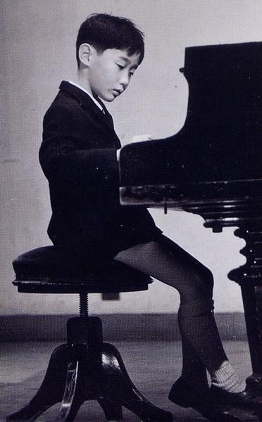 本格的なピアノレッスンを始めたのは中学校へ入学してから。