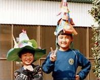 小学2年生の頃(右)。この頃から同学年の友達より頭ひとつ分大きい。
