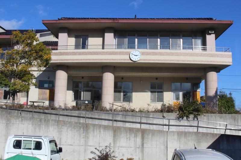 南三陸町立戸倉中学校(時計は津波の来た時間で止まっています)