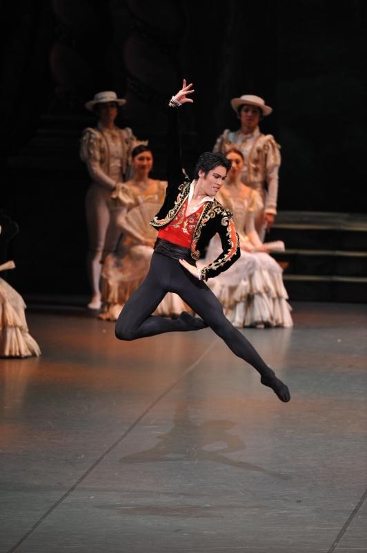 新国立劇場バレエ団のソリストとして入団した2009年の舞台「ドン・キホーテ」。(撮影:瀬戸秀美)
