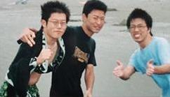 大学時代の友人と。大学3年生で林家木久扇師匠を訪ね弟子入りした。