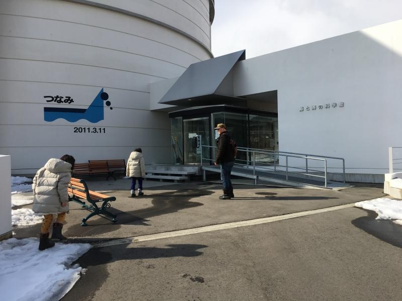 入り口付近に津波の高さが記載されています