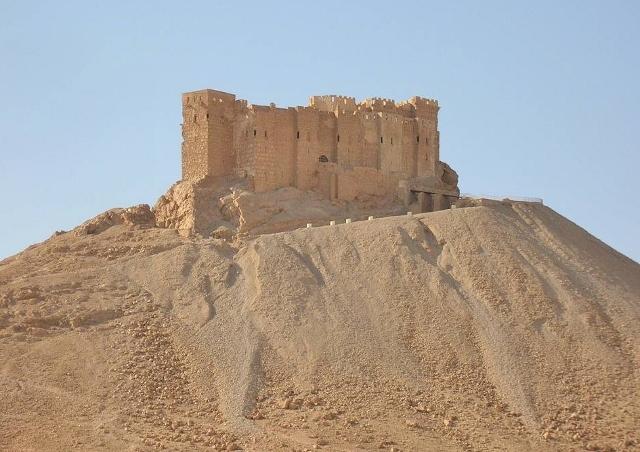 先日、シリア政府軍によってパルミラが奪還されたものの、この美しいアラブ城塞も大きな損傷を受けているとのことです
