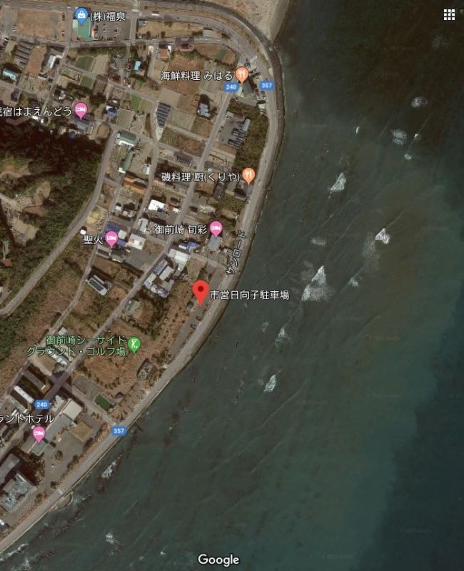 白羽海岸近くに市営の駐車場があります。トイレと洗い場がありました。すぐ目の前に岩場が広がっています。