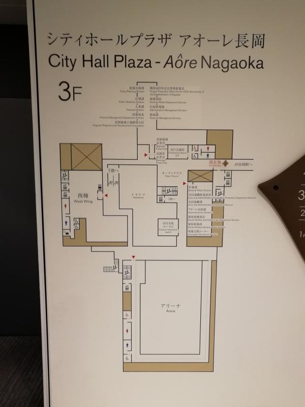 施設入口にある3階フロアマップ