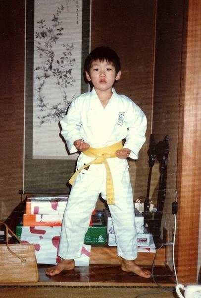 少年時代はたくさんの習い事をさせてもらえた。凛々しい柔道のポーズも決まっている