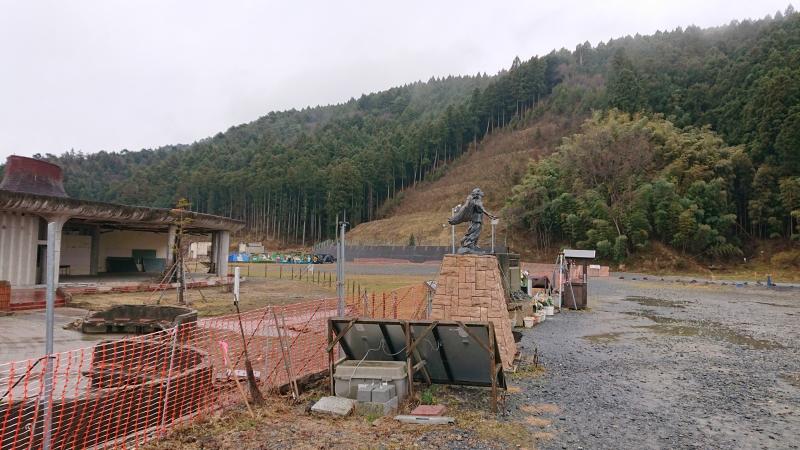 大川小学校と裏山。やはりこの場所に訪れると複雑な思いに苛まれます。