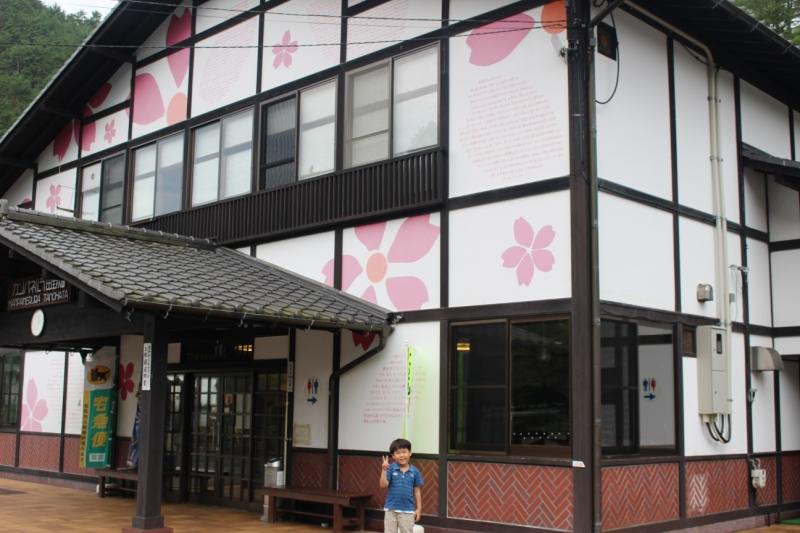 この写真は今回撮影したものではないのですが、田野畑駅の駅舎はこんなかわいらしい感じ。