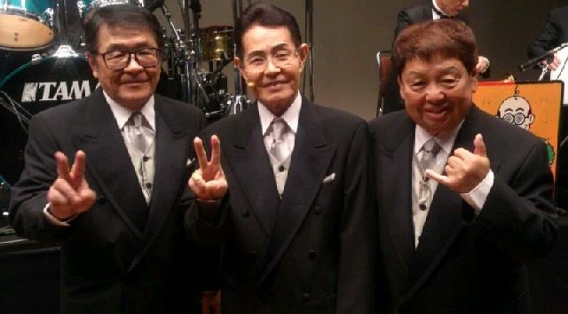 こぶ茶バンドとして今なお活動する3人。
