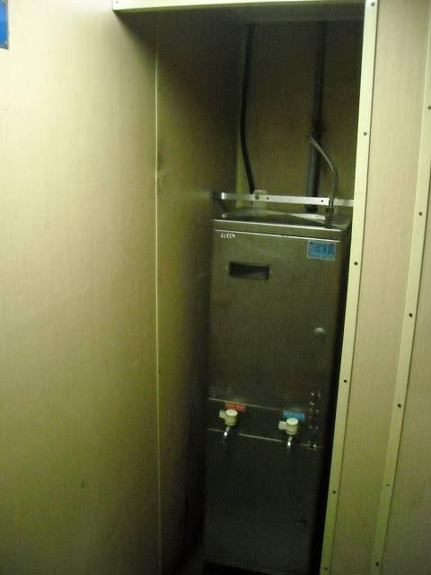 給湯器?ちなみに中国の列車には必ずといっていいほど給湯器がある